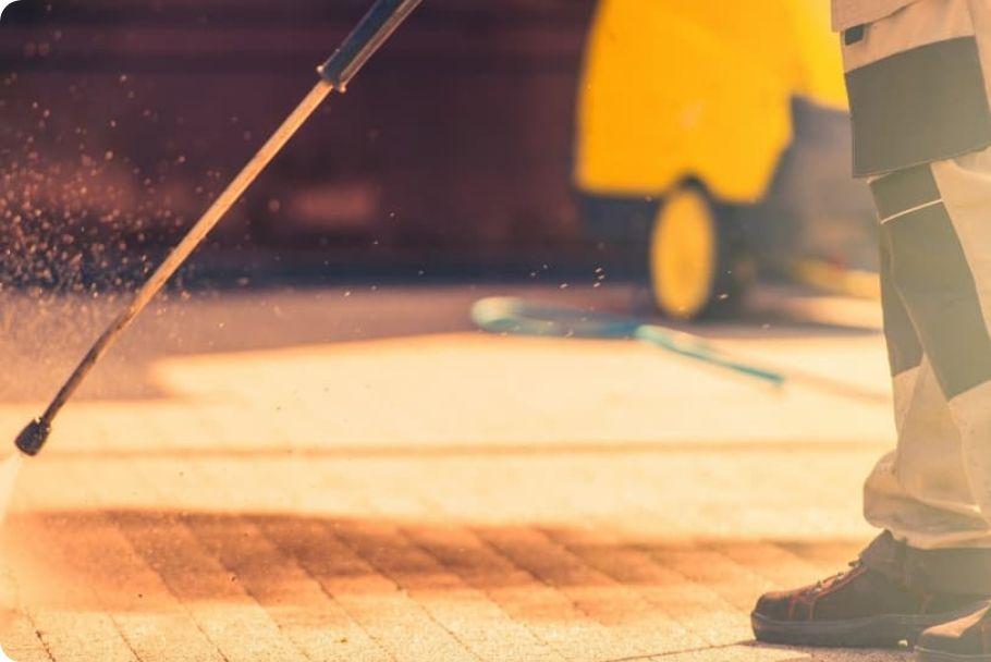 Limpieza de suelos con un esparcidor de agua